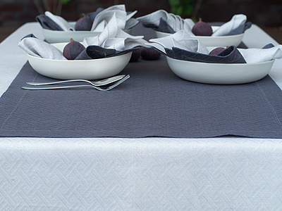 Tablecloth Silver, Runner Zinc & Napkins Silver and Zinc Rhomb Damask