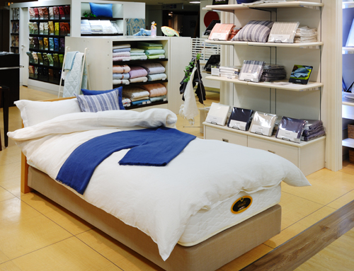 Cool Bed Store Decoration Ideas
