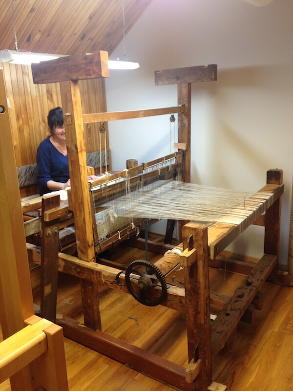 traditional linen hand loom - LinenMe