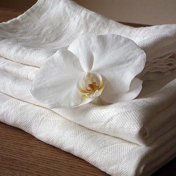 white linen towels