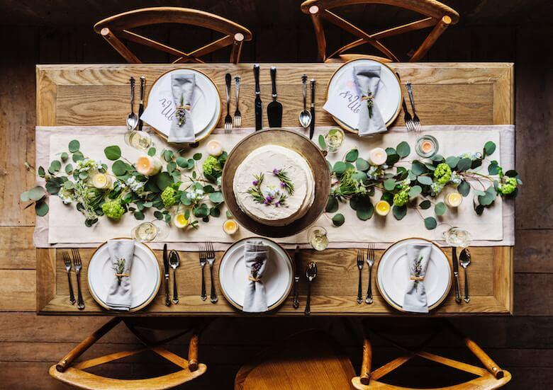 table runner christmas - Christmas Table Setting