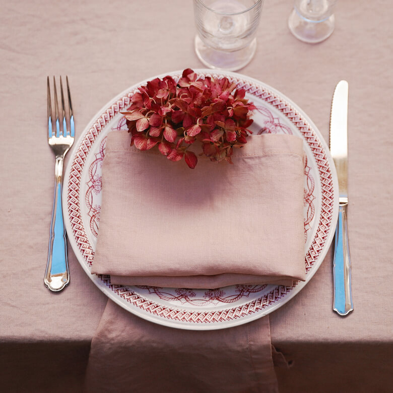 romantic table linen - table settings